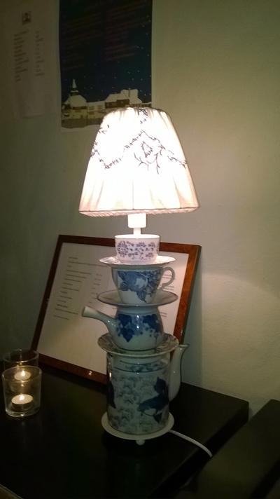 Siistihkö lamppu ravintolan eteisessä :-D