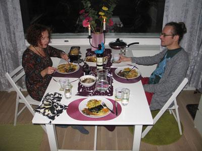 aa ja pee ruokapöydässä